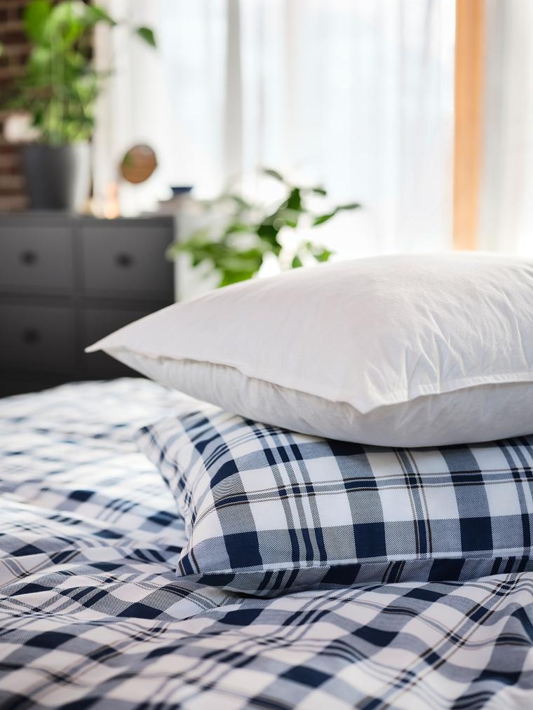 Подушка IKEA LUNDTRAV висока (004.602.52)